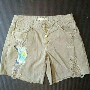 Refuge Shorts Size 10 Green Ripped Torn Distressed